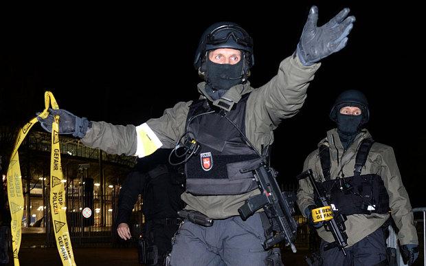 Οι νεοταξίτες, σαν έτοιμοι από καιρό, εκμεταλλεύονται την τρομοκρατία για να εφαρμόσουν τα σχέδια τους