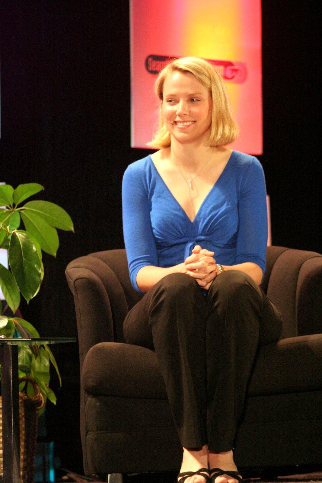 http://3.bp.blogspot.com/-Wt7wWiS8oc4/ThW4foH4X8I/AAAAAAAAMSY/y6veK77KcUA/s1600/Marissa_Mayer-google-8.JPG