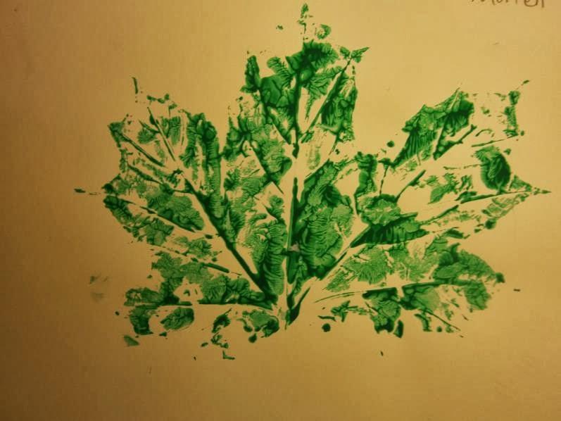 se pinta una hoja de otoo por su reverso con la pintura que los nios elijan despus a forma de plancha de grabado se adhiere la hoja de rbol pintada
