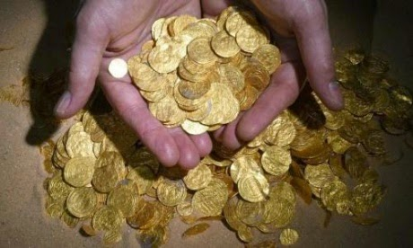 a picture of a gold coin hoard found by divers