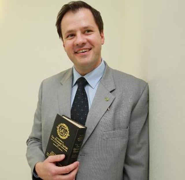 Dikecam Kerana Angkat Sumpah Dengan Al-Quran