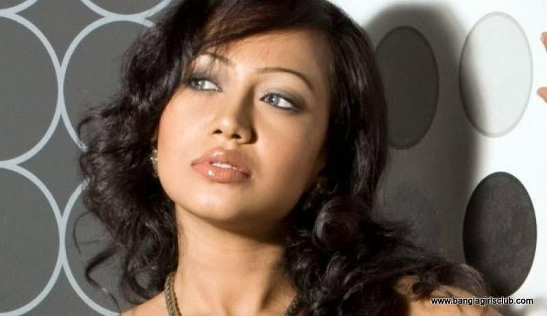 Beautiful Bangladeshi Sexy  Item Song Model Bipasha kabir's Photos