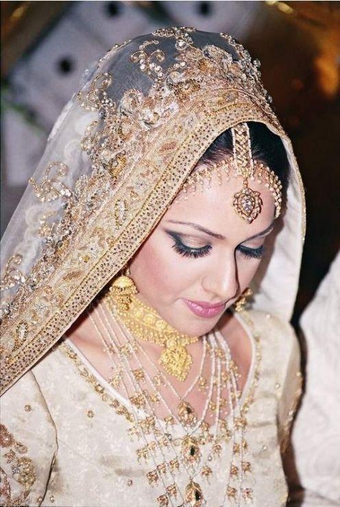 High Definition Wallpaper: Dulhan In Makeup - Bridal Makeup