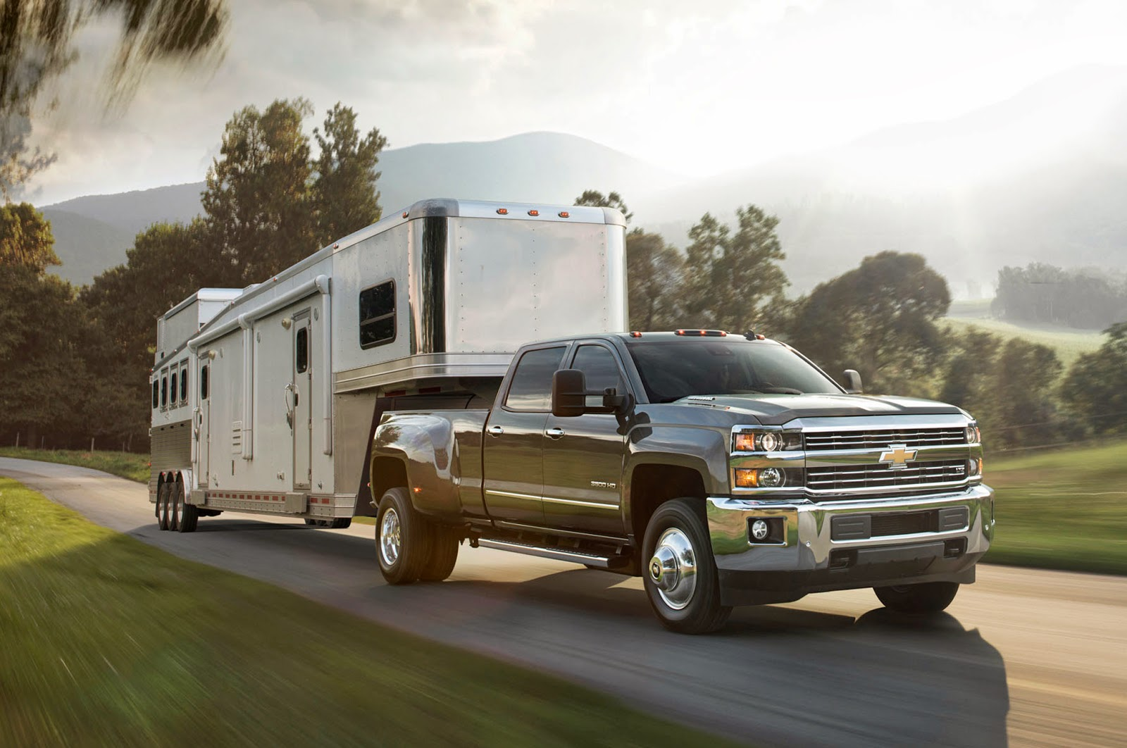 2015 Chevrolet Silverado 3500 HD Shows Its Strengths