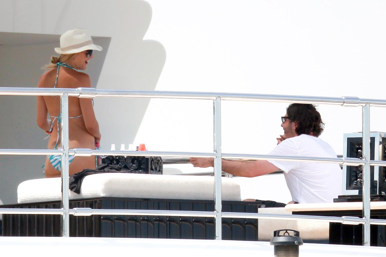 http://3.bp.blogspot.com/-Wu3DXSyTeCY/T-joeUfKX1I/AAAAAAAAJX0/96ttgrQQwOo/s1600/Kate+Hudson+Blue+Bikini+on+a+Yacht+-06.jpg