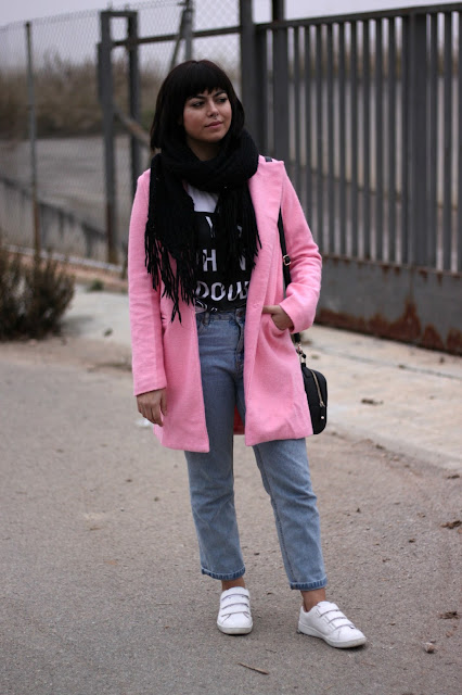 trench-rosa-mom-jeans