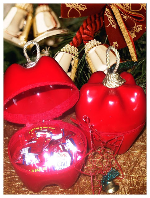 How to recycle recycled christmas decorating ideas for Christmas decorations from recycled plastic bottles
