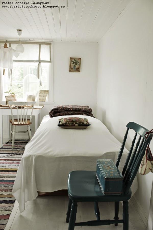 sik kursgård, susan cedgård, vit, vitt, inredning, vitt och trärent, blå stol, allmoge, kursgårdar i halland, varberg,
