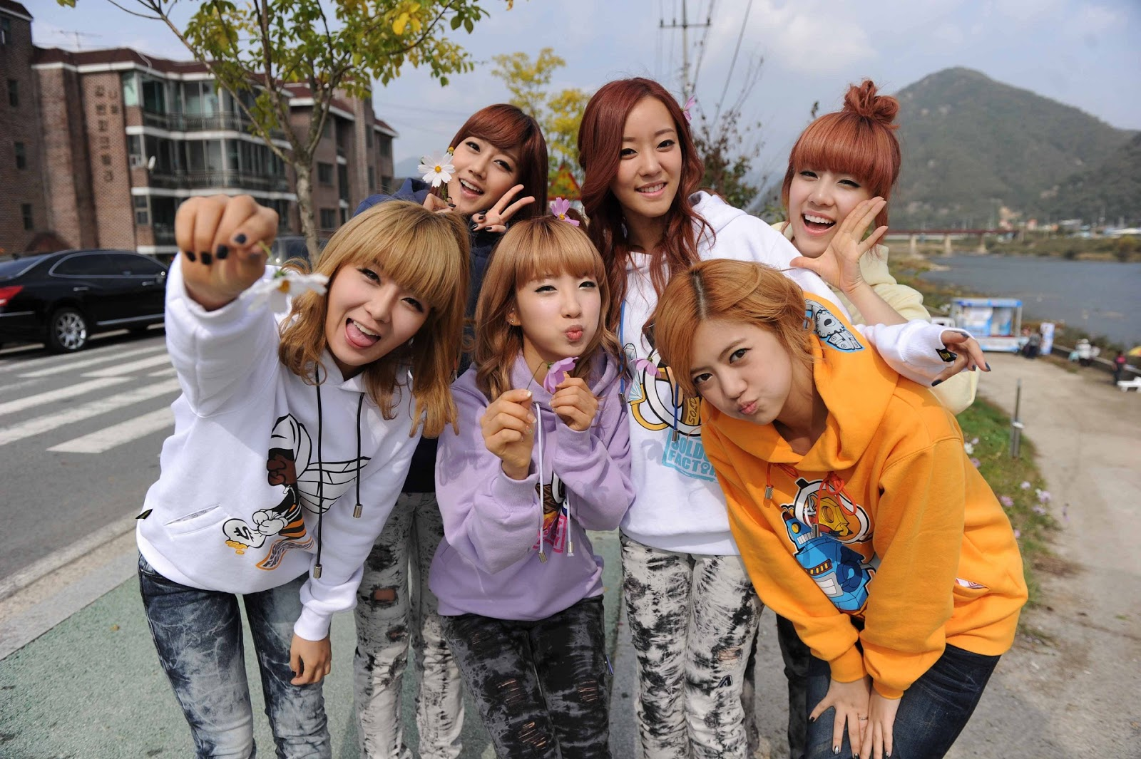 http://3.bp.blogspot.com/-WuIVAF-uF1c/UROx30_Uv-I/AAAAAAAAbqQ/2qcXsWWGo9Q/s1600/Rainbow+Wallpaper+HD.jpg