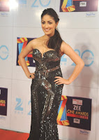 Sophie Chaudhary,Huma Qureshi,Yami Gautam, Zee, Cine, Awards, 2013, backless dress, cleavage show, wardrobe malfunction