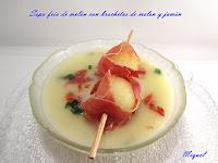 Sopa fría de melón con brochetas de melón y jamón