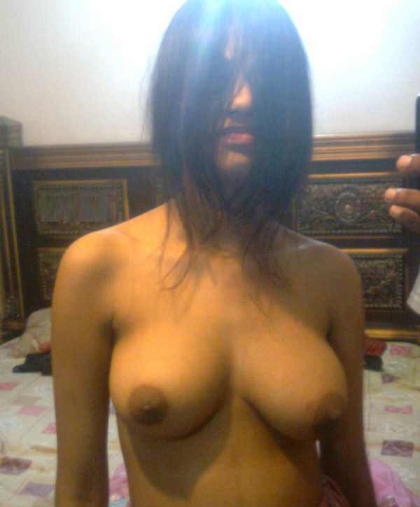 WOMEN IN THE WORLD: Ghaziabad Girl's Topless Pics: womandream.blogspot.com/2012/10/ghaziabad-girls-topless-pics.html