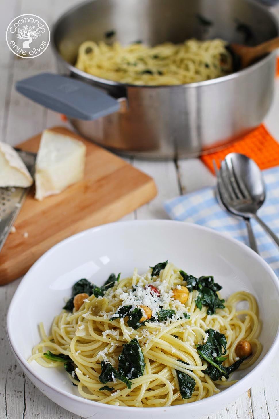 Cocinando entre olivos espaguetis con espinacas y for Cocinando entre olivos