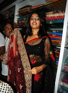 Richa Gangopadhyay in Spicy Transparent Black Saree (29)