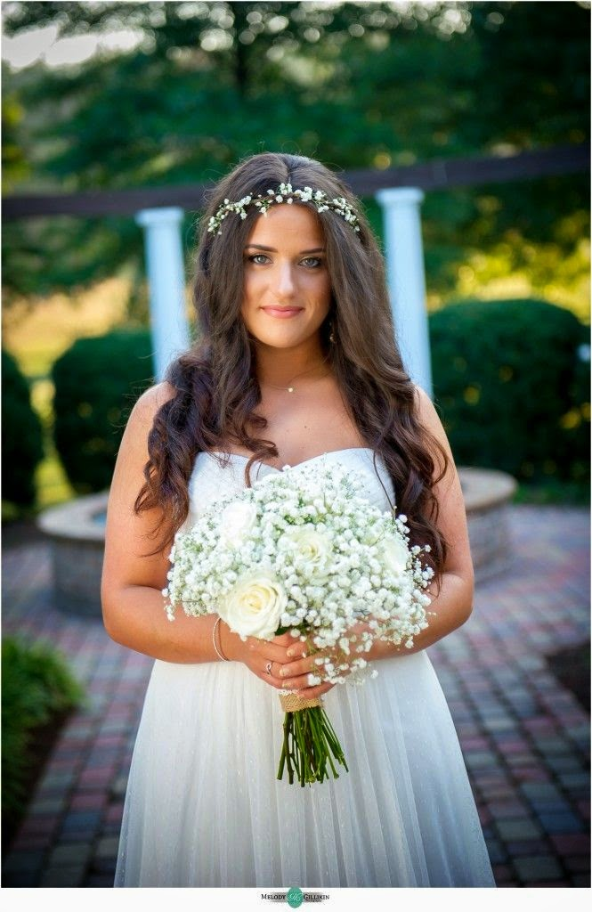 bride with baby's breath bouquet