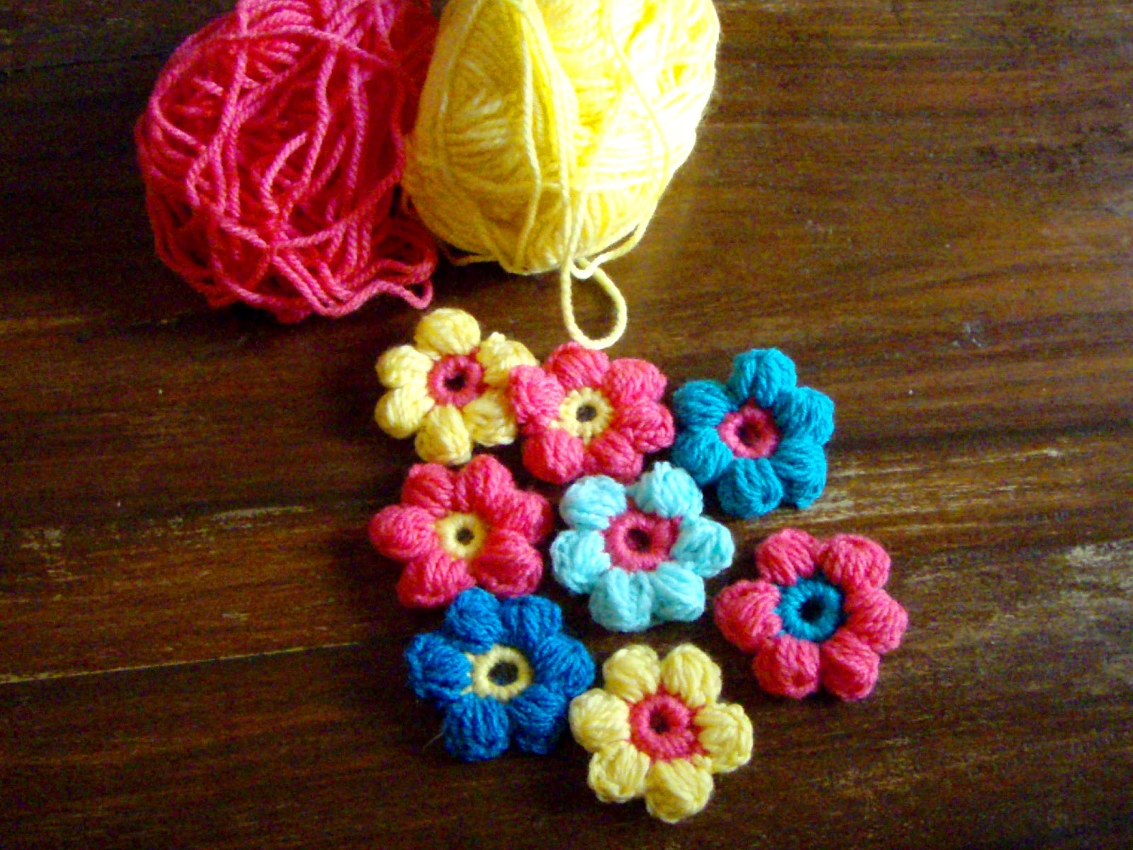 Crochet Flower Puff Pattern : a lovely mess: crochet flowers