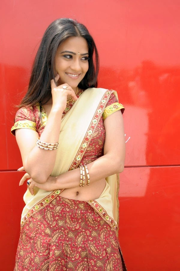 ABOUT ADITI SHARMA WIKI PHOTO HALF SAREE PICS 2014
