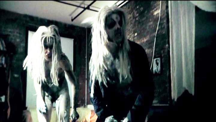 映画偏り放題: 映画『スピーシーズXXXX 寄生獣の囁き』 ・・・カメラ男と金髪女が合体とケンカ