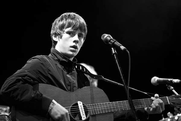 Video: Jake Bugg Two Fingers