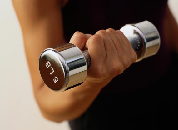 Em uma vida sedentária quantas calorias são necessárias para perder o peso
