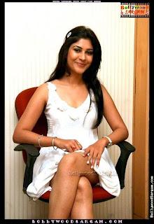 Anchal Sabharwal Picture Shoot Film Aamras BollywoodSargam laughing 841412.jpg