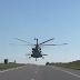 شاهد مروحية روسية تحلق على ارتفاع منخفض في الطريق السريع