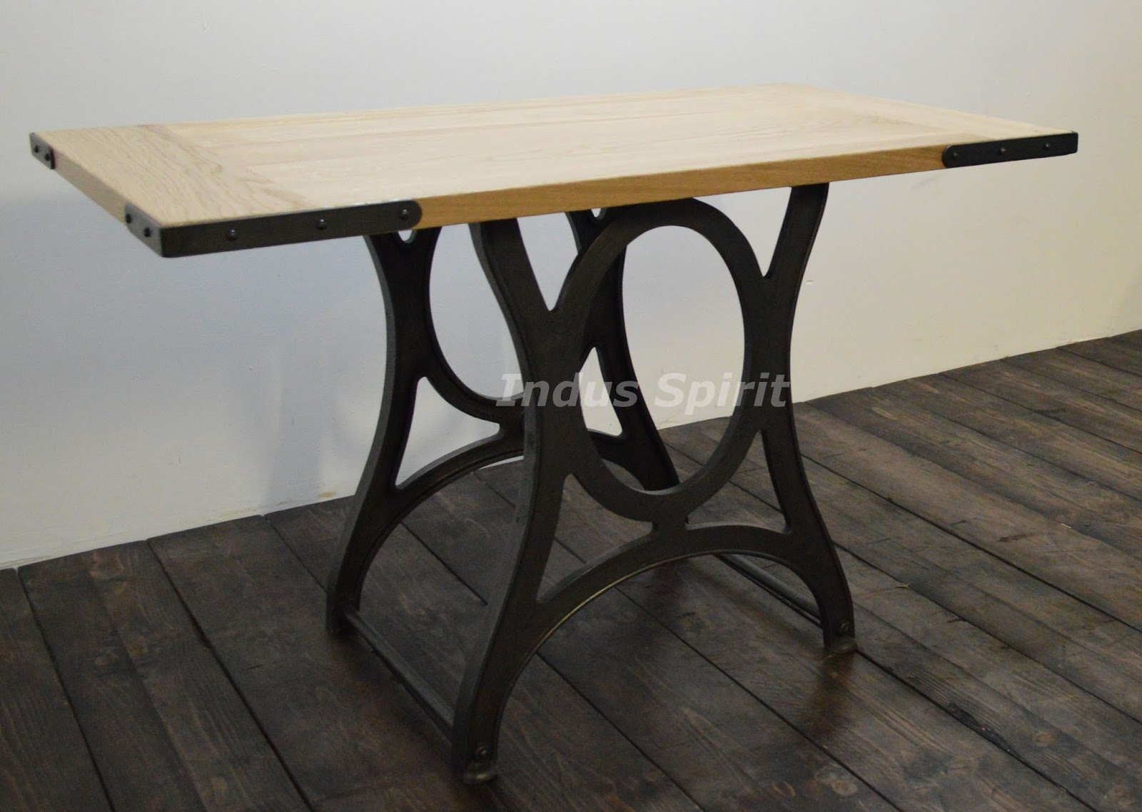 petite table industrielle. Black Bedroom Furniture Sets. Home Design Ideas