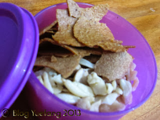 Mixed_snacks_in_small_container