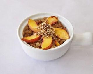 """<img src=""""avena-con-fruta.jpg"""" alt=""""la avena con frutas te aporta fibra, vitaminas y minerales como parte de una receta light"""">"""