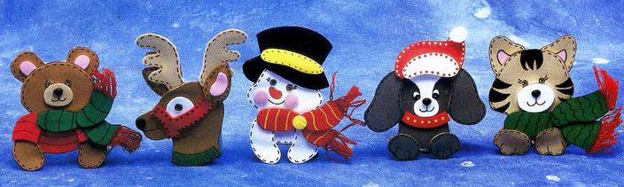 pequeos adornos navideos hechos con goma eva