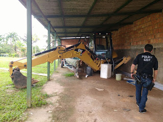 Polícia Civil deflagra operação 'Apagar das Luzes' e prende ex-prefeito e secretário de Finanças do Careiro Castanho