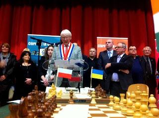 Léon Devloies maire de Cappelle-la-Grande lance la 30e édition du tournoi d'échecs - Photo © Chess & Strategy
