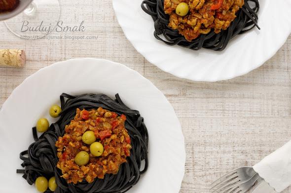 Czarne spaghetti