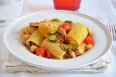 Paccheri ricciola zucchine e pomodorini