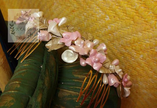 tocado de porcelana para novia en tonos rosa, blanco y oro champagne