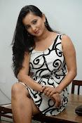 Ishika singh sizzling pics-thumbnail-1