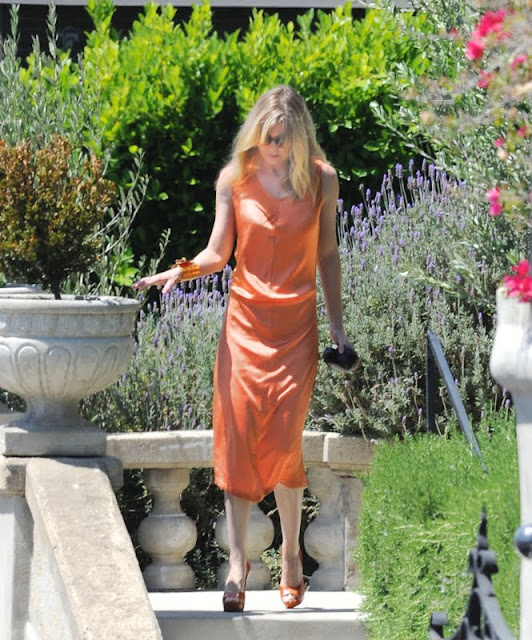 Ellen Pompeo - In  Dress Leaving Home