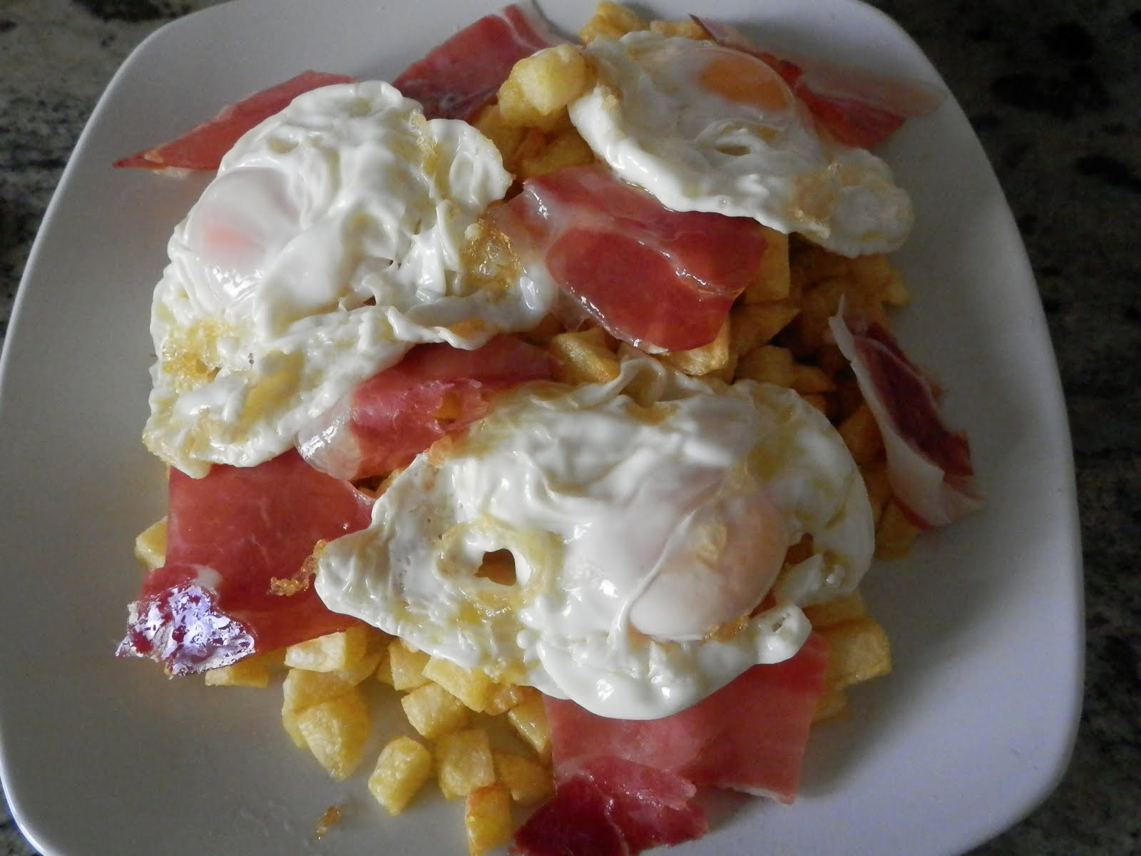 Huevos rotos con jam n for Que hacer para comer hoy