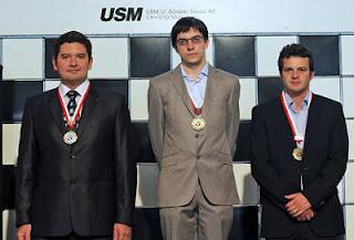 Echecs à Bienne : le podium avec Moiseenko (second), Vachier-Lagrave (premier) and Bacrot (3e) © Chessbase
