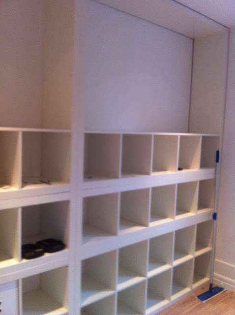 Expedit walk in closet ikea hackers ikea hackers for Ikea expedit closet