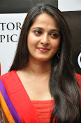 Anushka at rudramadevi trailer launch-thumbnail-9