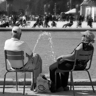 Funny picture: grandparents sitting near fountain