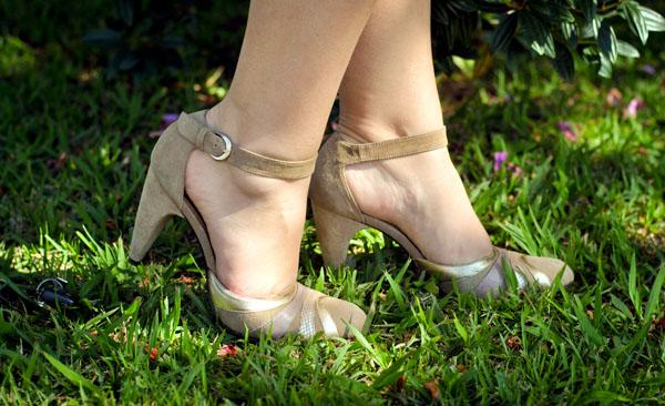 sapato salto alto, scarpin nude e clássico