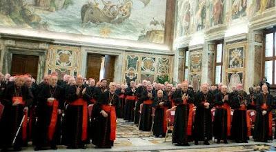 Cardeais de novo reunidos. Faltam poucos eleitores. Esta tarde, oração pela Igreja, na basílica de São Pedro