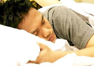 Tidur siang saat puasa? Ini 5 manfaatnya