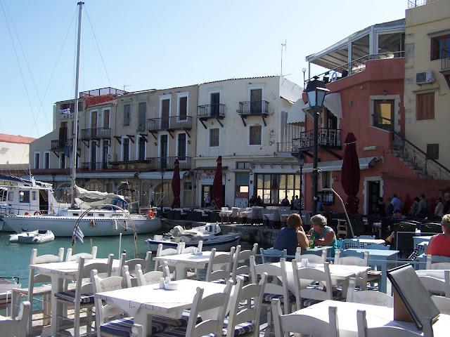 Resmo; Eski Liman'da lokantalar ve evler