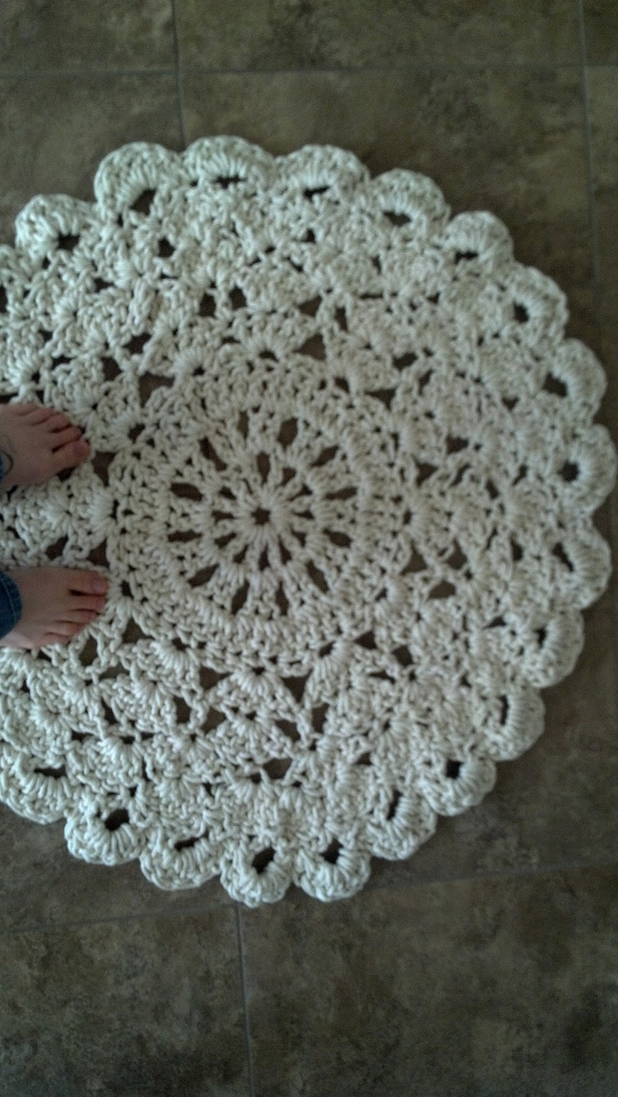 Flowers Creations: Crochet Doily Rug Tutorial