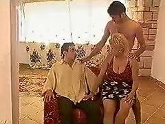 Karısını arkadaşıyla sikiyor