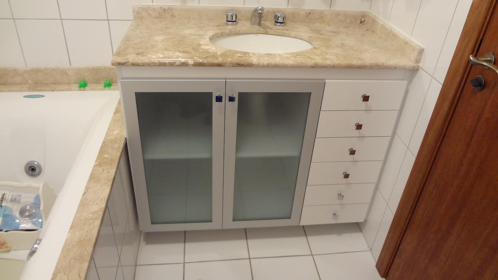 Móveis RF: Banheiro em Mdf branco e portas em alumínio com vidro  #62301A 1600 900