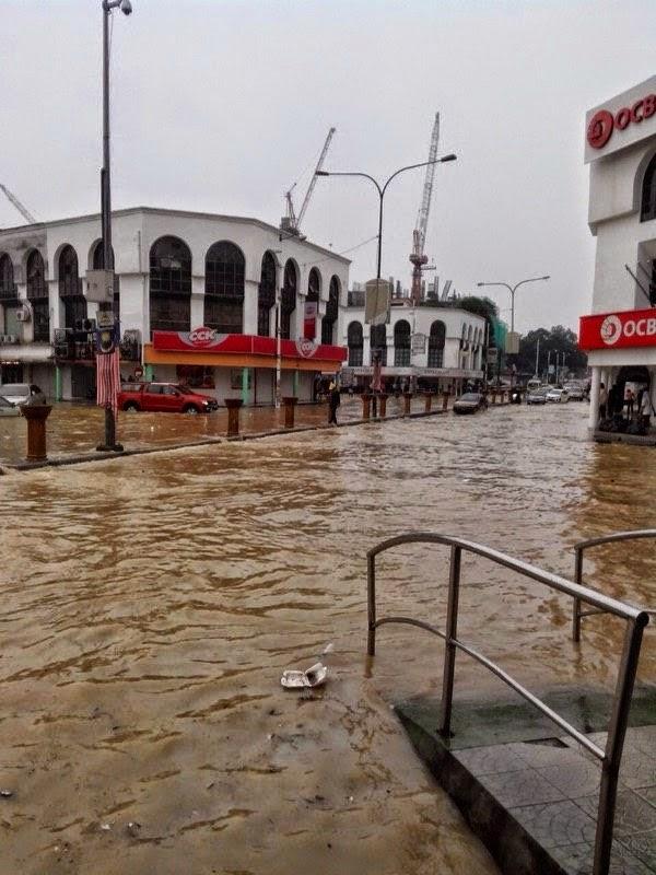 banjir besar di kajang, banjir kilat di kajang, kajang banjir lagi, gambar kajang banjir, kajang banjir besar, kajang banjir kilat, pekan kajang banjir teruk, pekan kajang banjir kilat